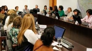 Mulheres representantes de 25 organizações ou movimentos sociais discutem com a presidenta Dilma e os ministros Eleonora Meniccuci e Gilberto Carvalho questões de interesse das brasileiras.