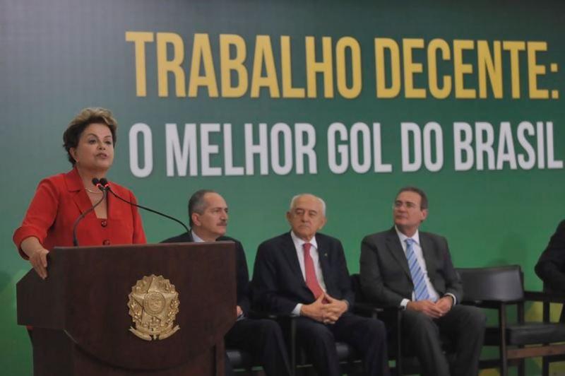 Dilma assinou compromisso com empregadores e centrais sindicais para melhorar condições de trabalho na Copa do MundoJosé Cruz/Agência Brasil