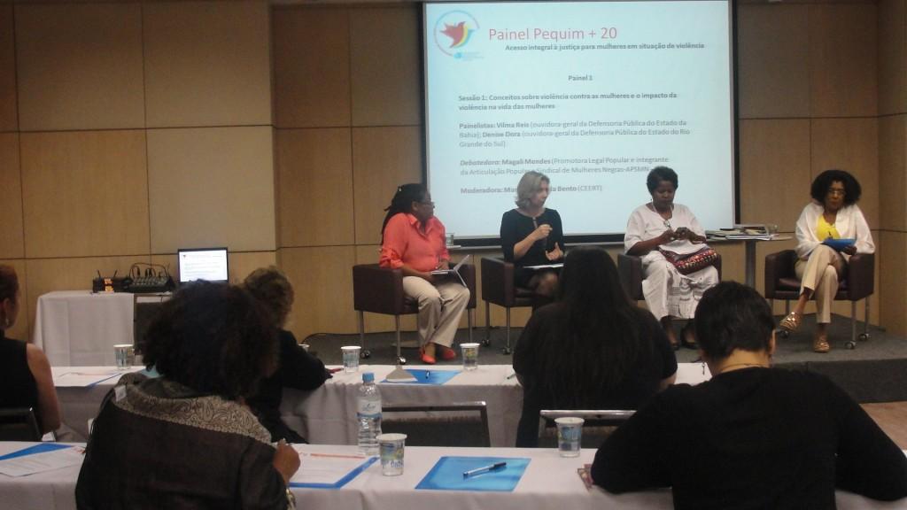 Da esquerda para a direita: Magali Mendes, Denise Dora, Vilma Reis e Cida Bento (Crédito: Luciana Araújo).