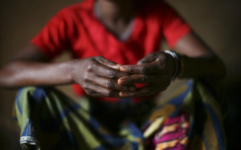 Mãos de mulher do Congo (Foto: NYT)