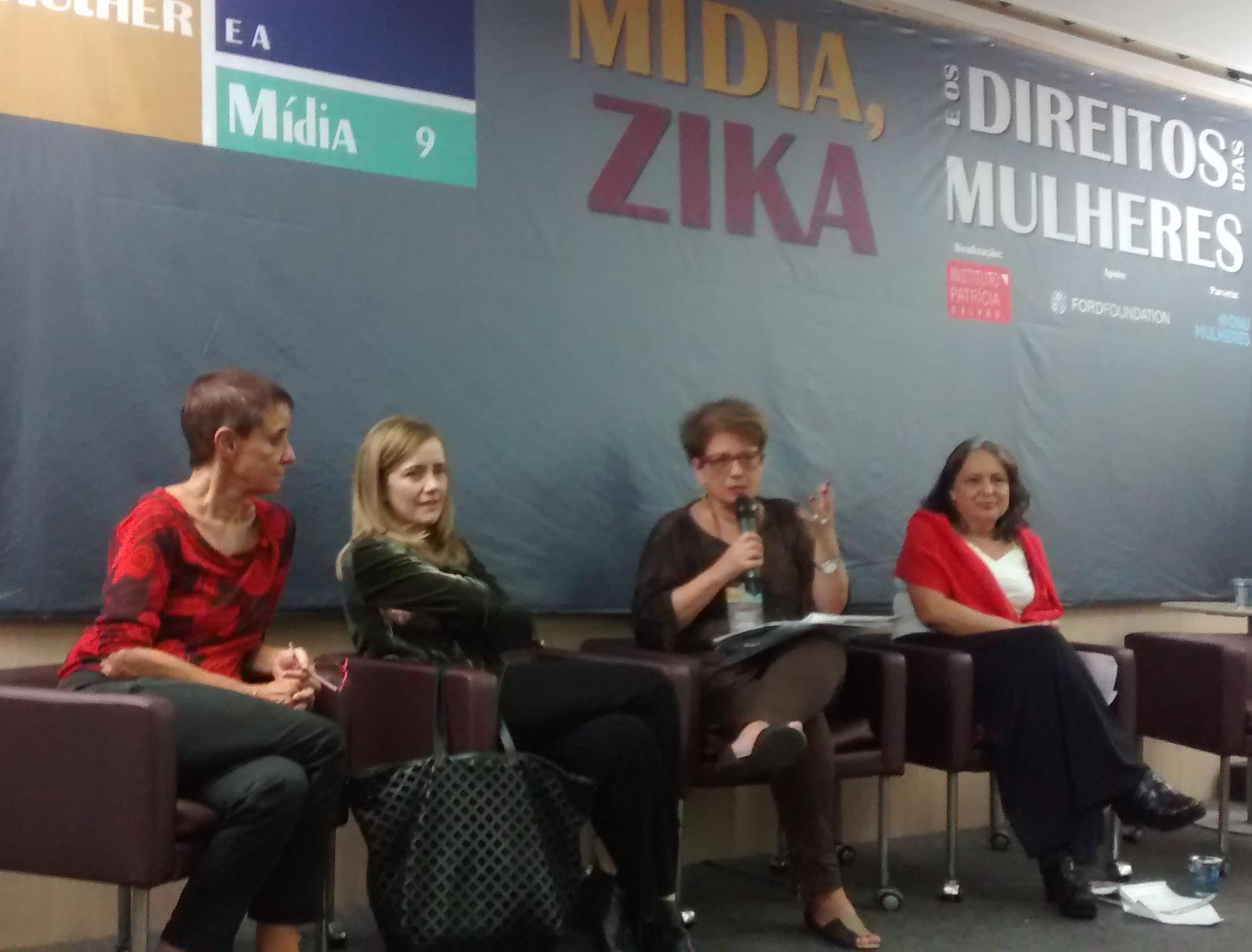 Da esquerda para a direita: Sonia Corrêa, Debora Diniz, Nilcéa Freire e Jacira Melo (Foto: Géssica Brandino)